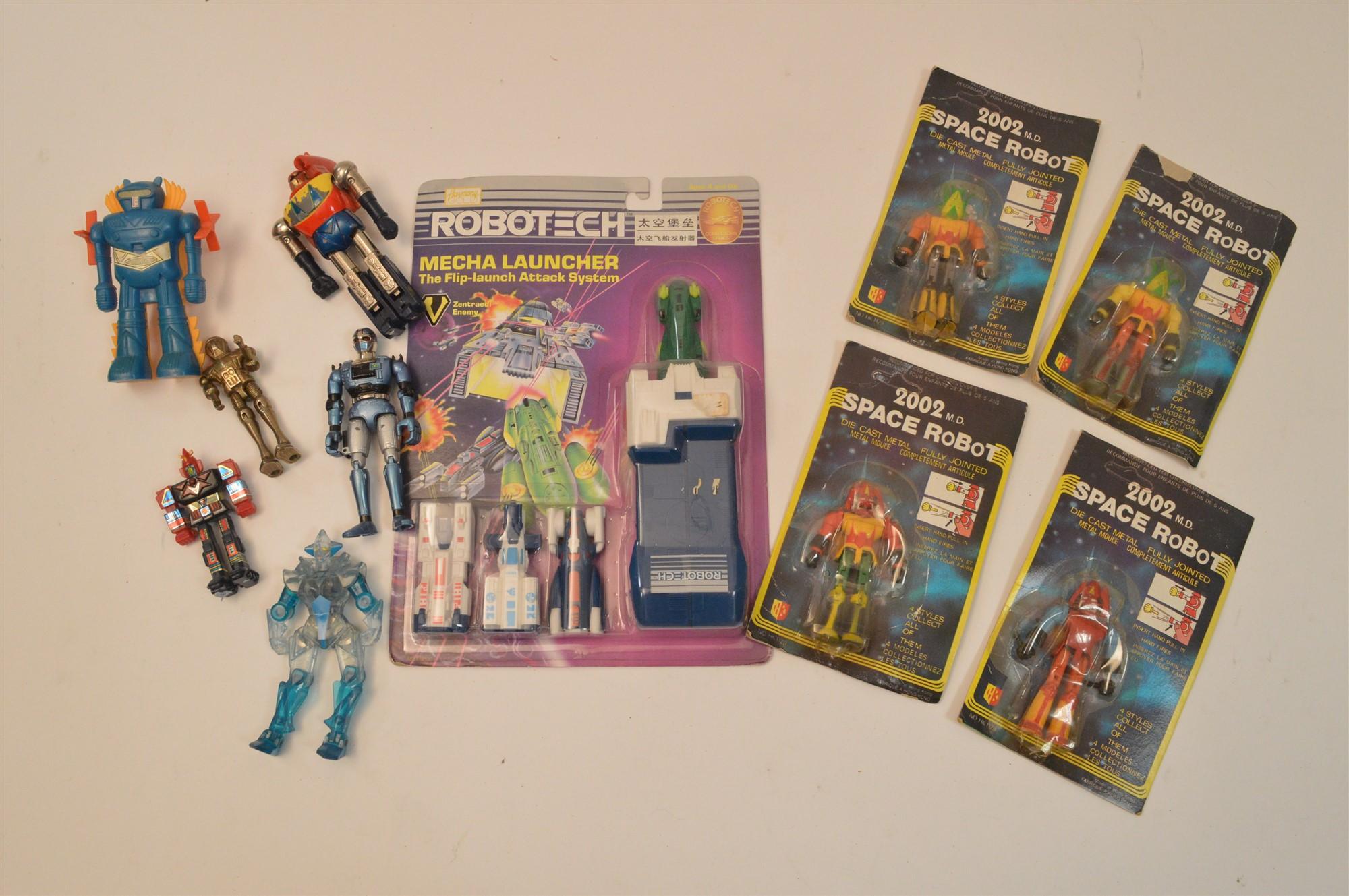 Lot 1003 - Small Robots
