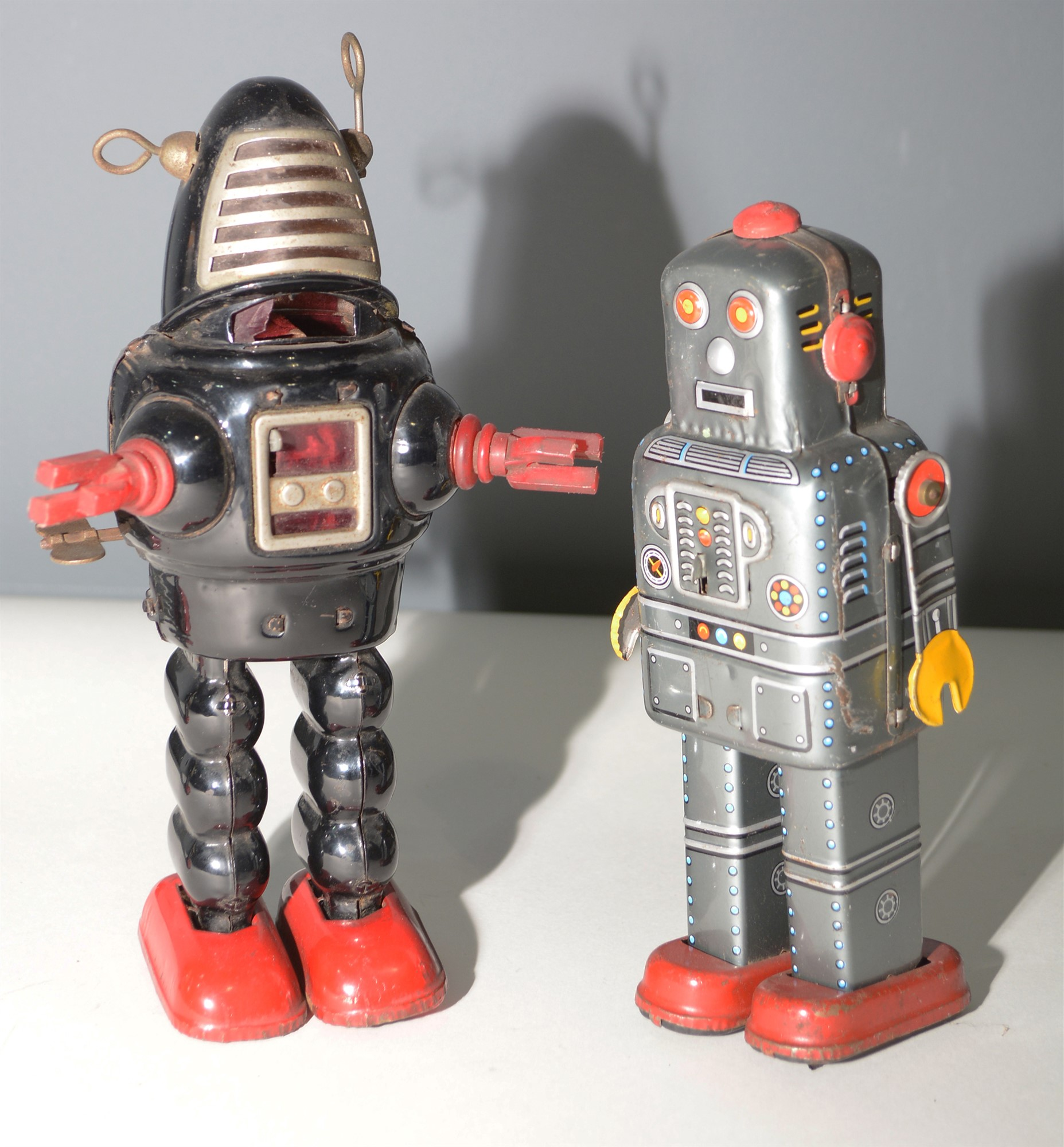 Lot 1047 - Two tin plate robots