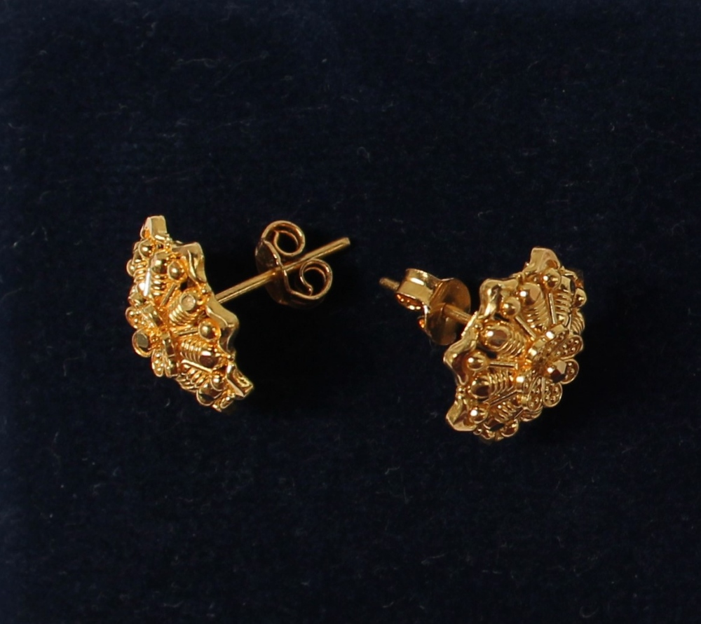 Lot 16 - A pair of Indian 22ct gold earrings,