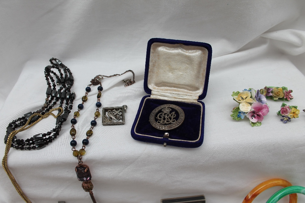 Lot 17 - Assorted costume jewellery including bracelets, necklaces, brooches,