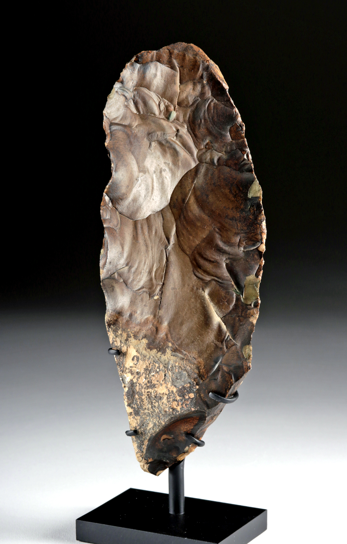 Lot 1a - Egyptian Middle Paleolithic Flint Knife