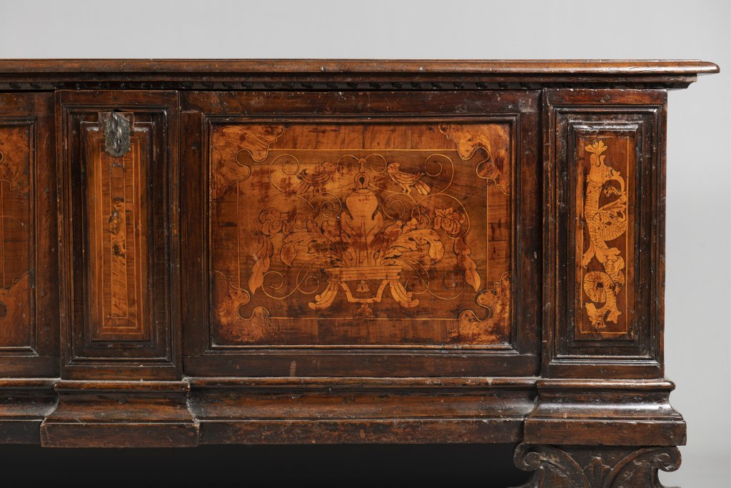 Lot 34 - A CHEST Late 17th/early 18th century Northern Europe Walnut, inlay 70 x 173 x 55,5 cm A wooden chest