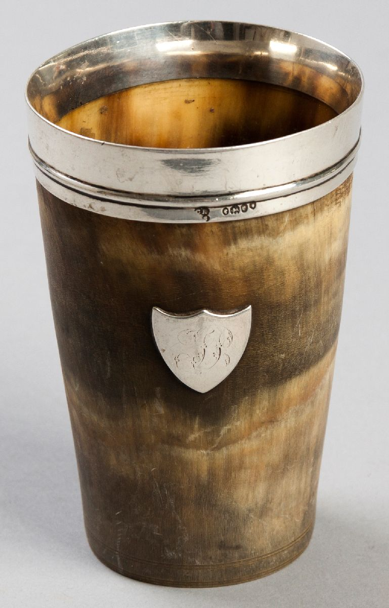 Lot 19 - A VICTORIAN SILVER AND HORN HUNTING CUP, LONDON 1840, MAKER'S MARKS INDECIPHERABLE, the horn cup