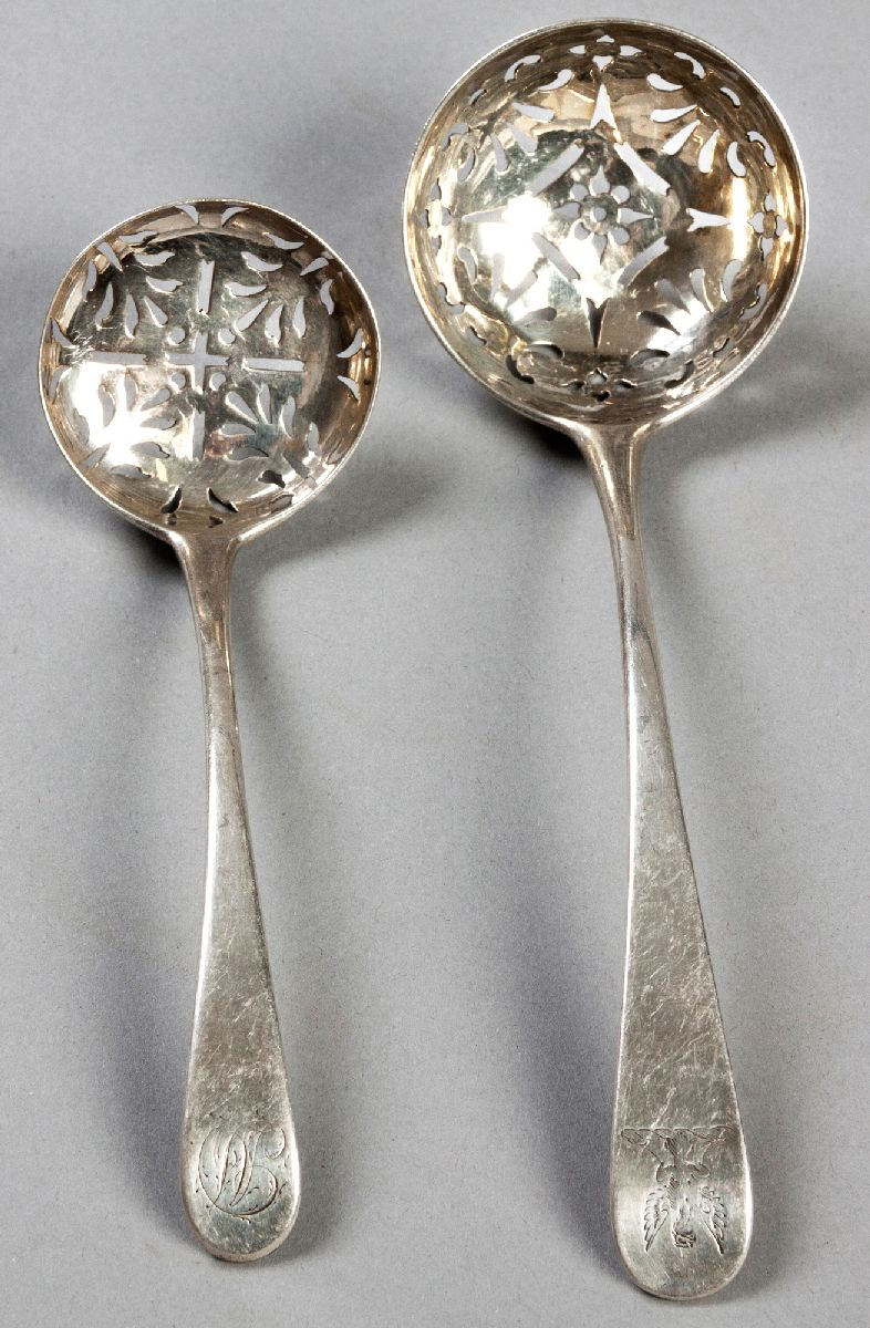 Lot 21 - A GEORGE IV SILVER SIFTING SPOON, DUBLIN 1829, W.C., Queen's pattern, 17cm (length). Together with a