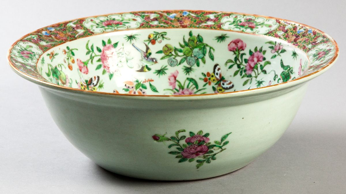 Lot 63 - A MID-19TH CENTURY CHINESE FAMILLE ROSE BOWL, Circa 1850, decorated with birds and flowers with a