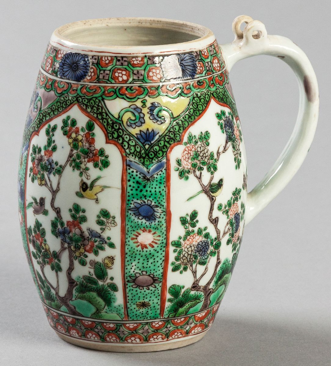 Lot 62 - A SUPERB CHINESE FAMILLE VERTE TANKARD, Circa 1690, from the Kangxi period, with panels of birds