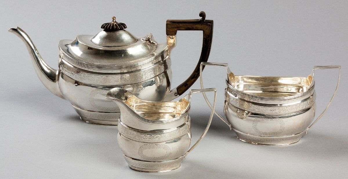Lot 14 - AN EDWARDIAN SILVER THREE PIECE TEA SET, CHESTER 1905, MAKER'S MARK INDECIPHERABLE, comprising: of a
