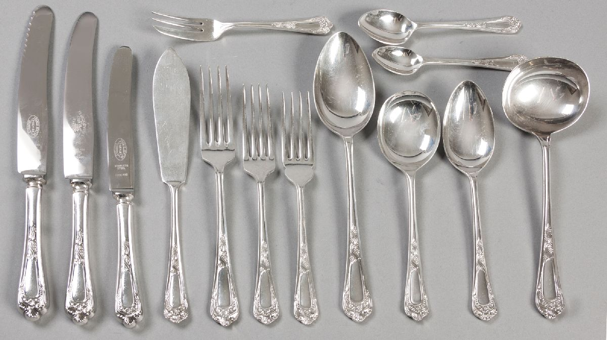 Lot 43 - AN EIGHTEEN PLACE SILVERPLATE CUTLERY SET, BY HASTINGS, SHEFFIELD, ENGLAND, comprising: of 18 dinner