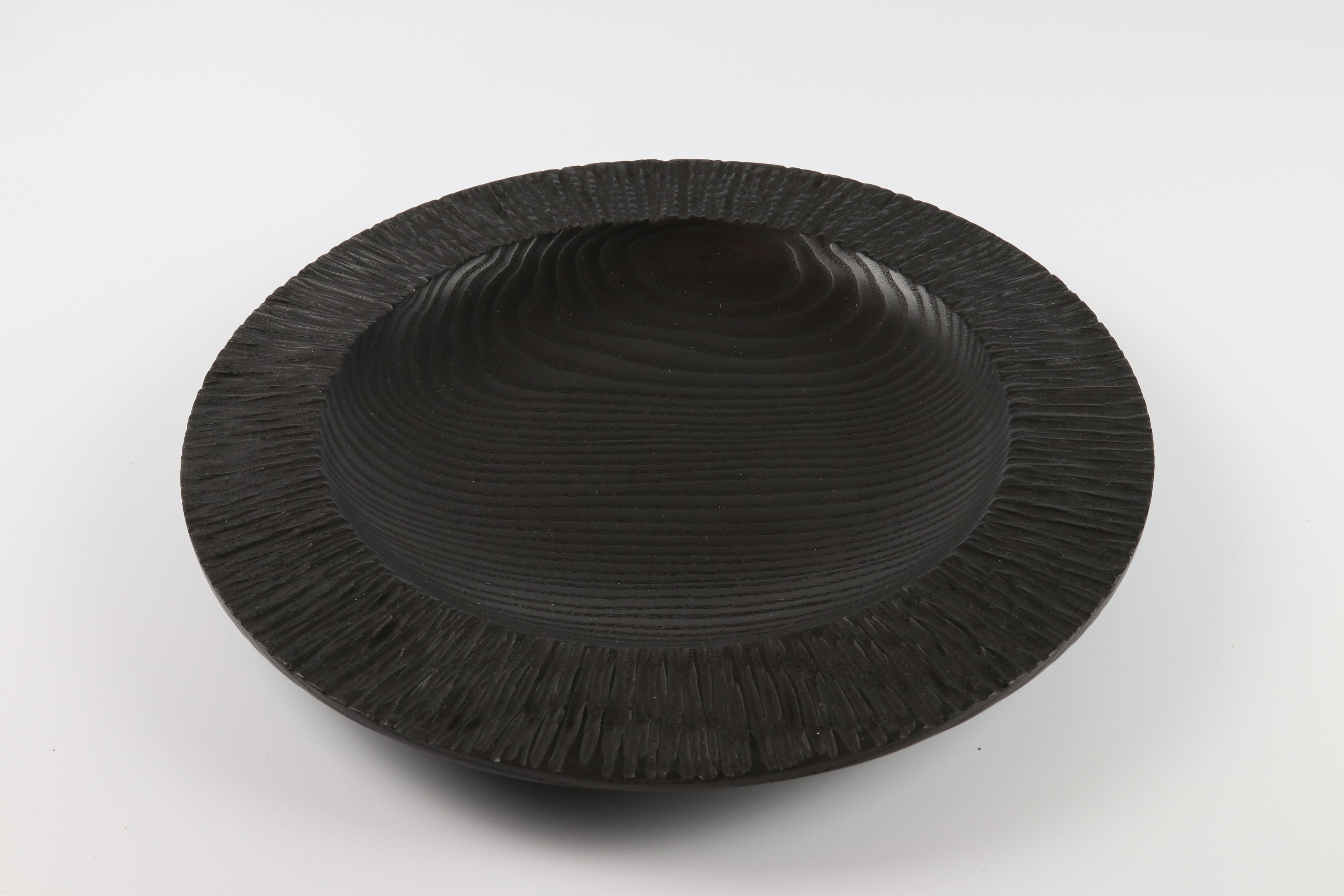Lot 76 - Merryll Saylan (USA) caarved and coloured ash platter 4x35cm. Signed