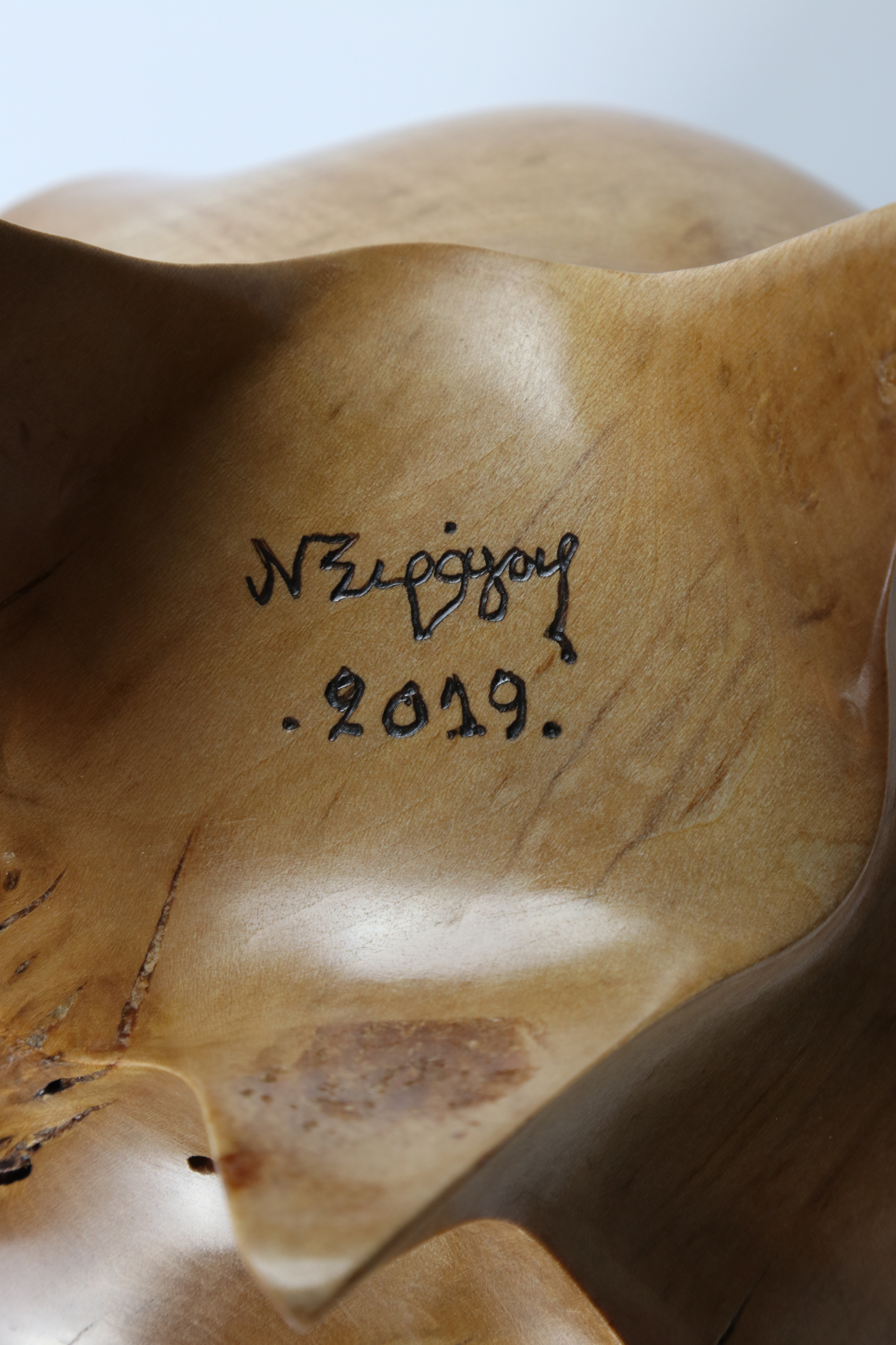 Lot 89 - Nikos Siragas (Greece) burr maple carved vessel 22x14cm. Signed