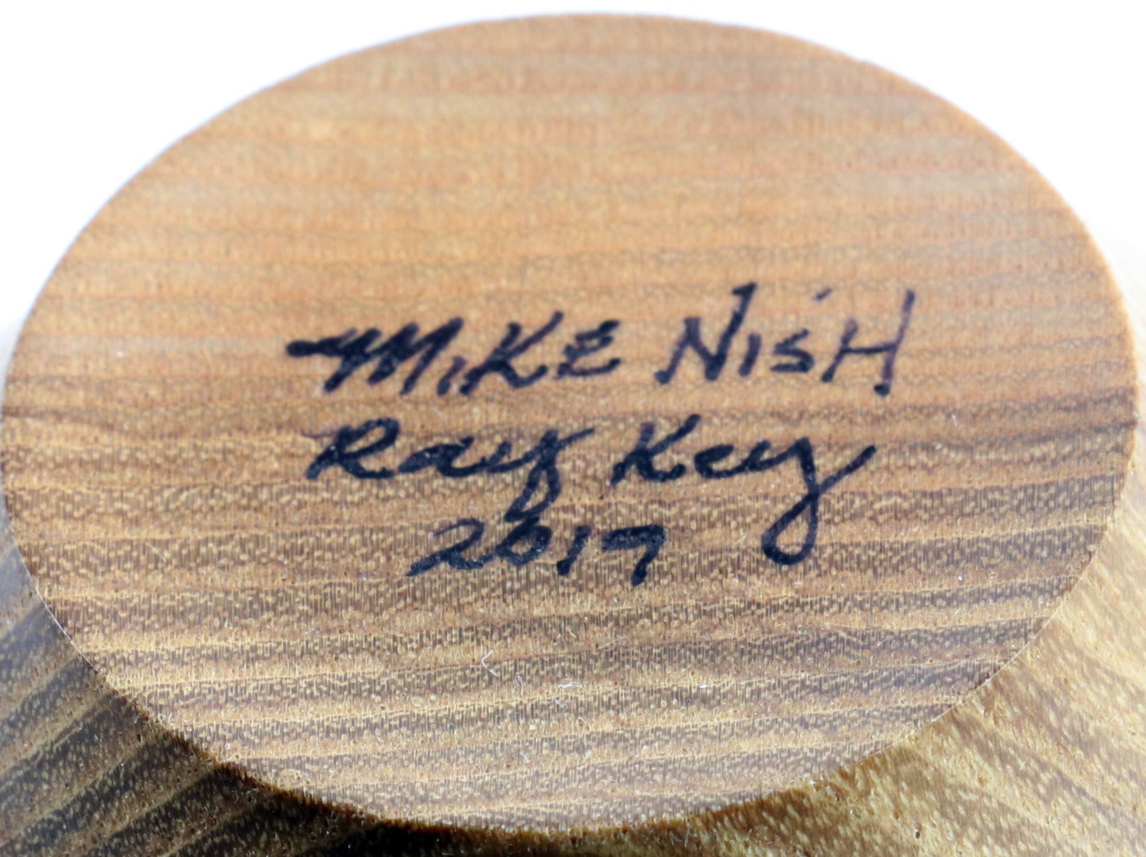 Lot 83 - Mike Nish (USA) ash vessel 10x8cm. Signed