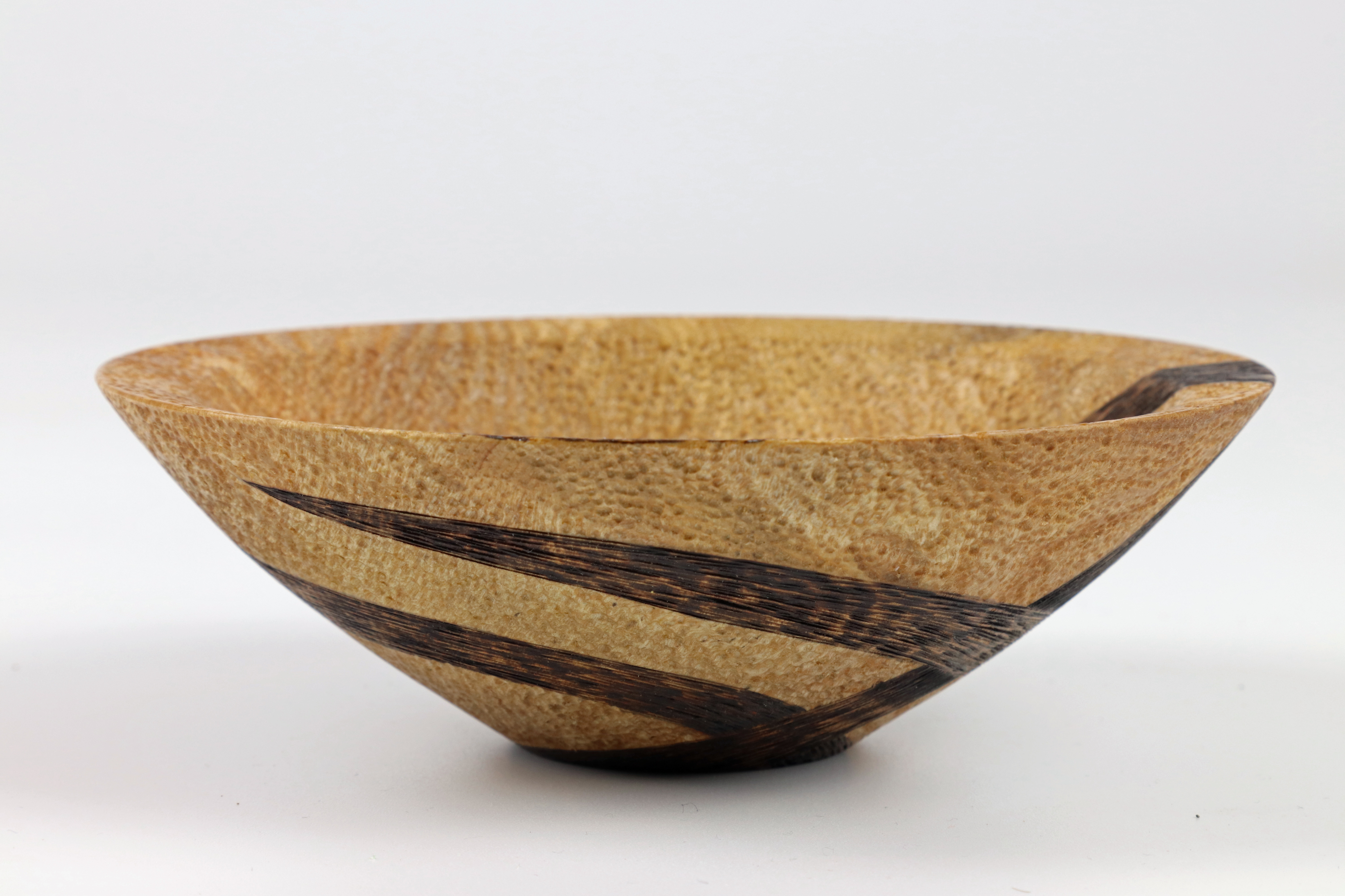 Lot 105 - Sharon Doughtie (USA) decorated ash bowl 5x14cm. Signed