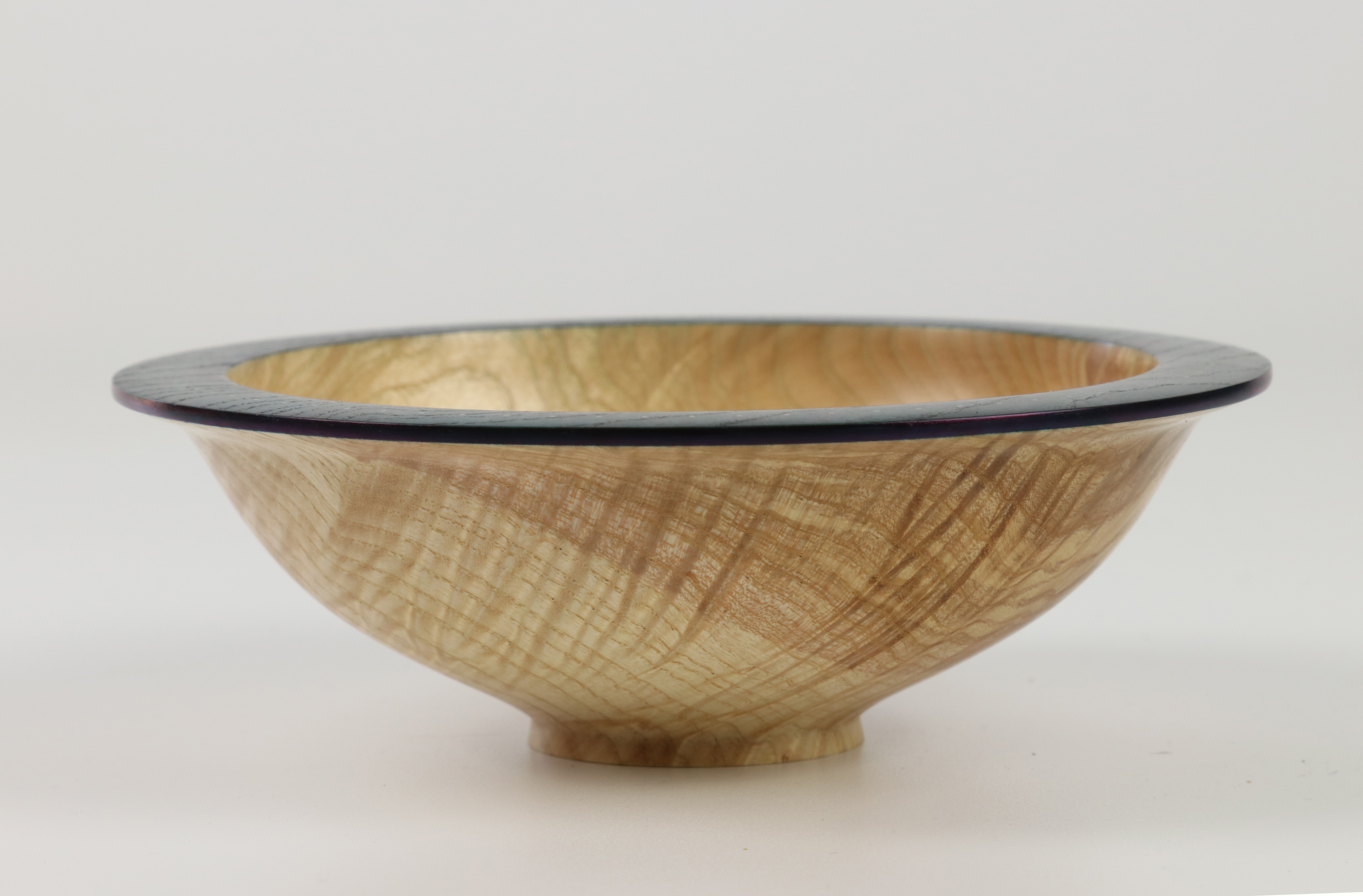 Lot 99 - Roger Bennett (Ireland) rippled ash bowl with coloured rim, decorated with gold inlay 5x15cm. Signed