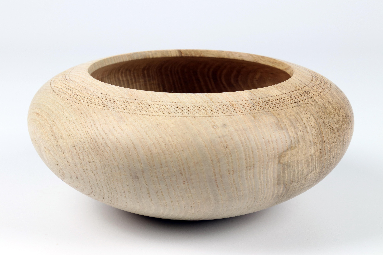 Lot 111 - Terry Martin (Australia) / Zina Burloiu (Romania) ash bowl with chip carved detail 9x20cm. Signed