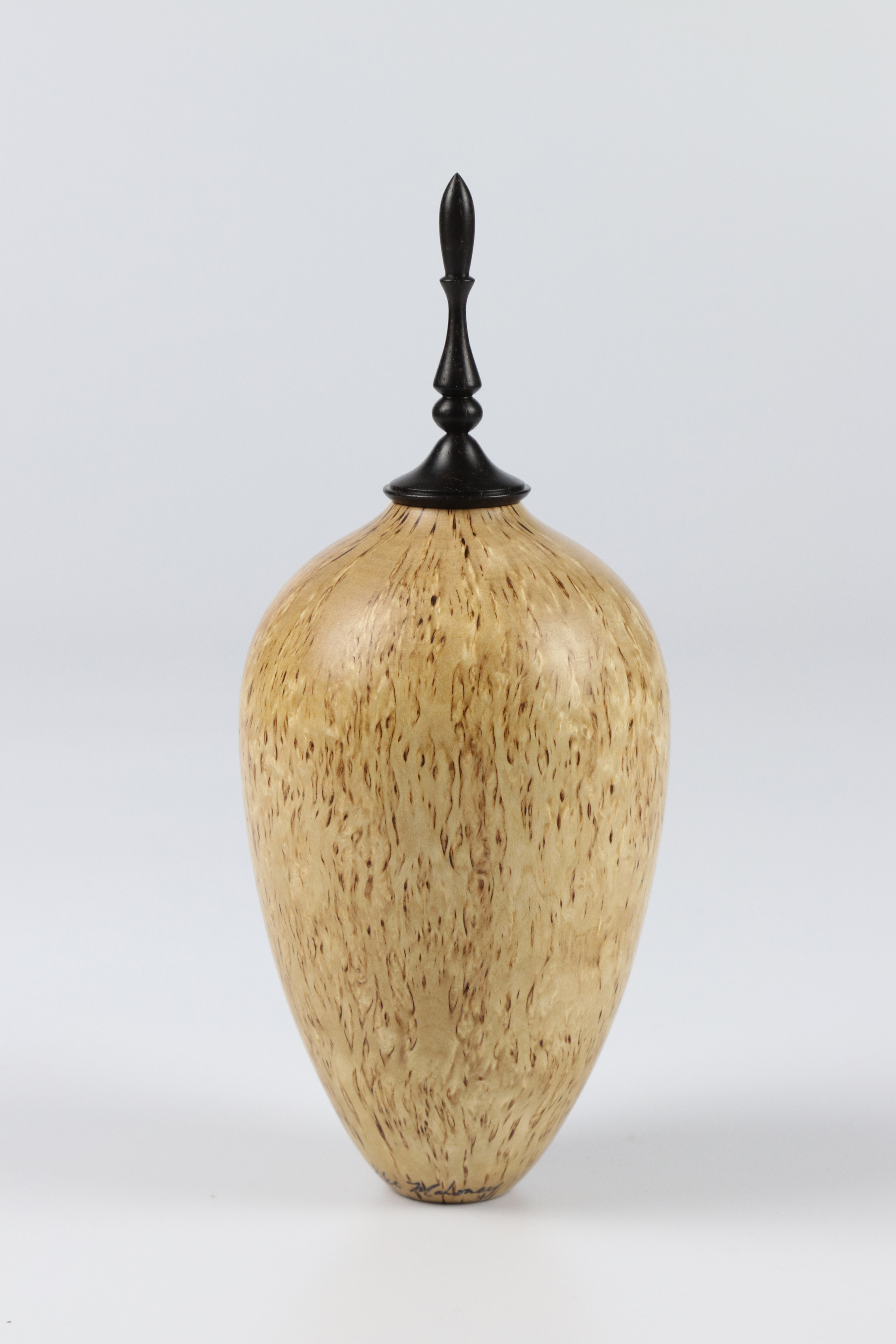 Lot 82 - Mike Mahoney (USA) masur birch hollow form 19x7cm. Signed