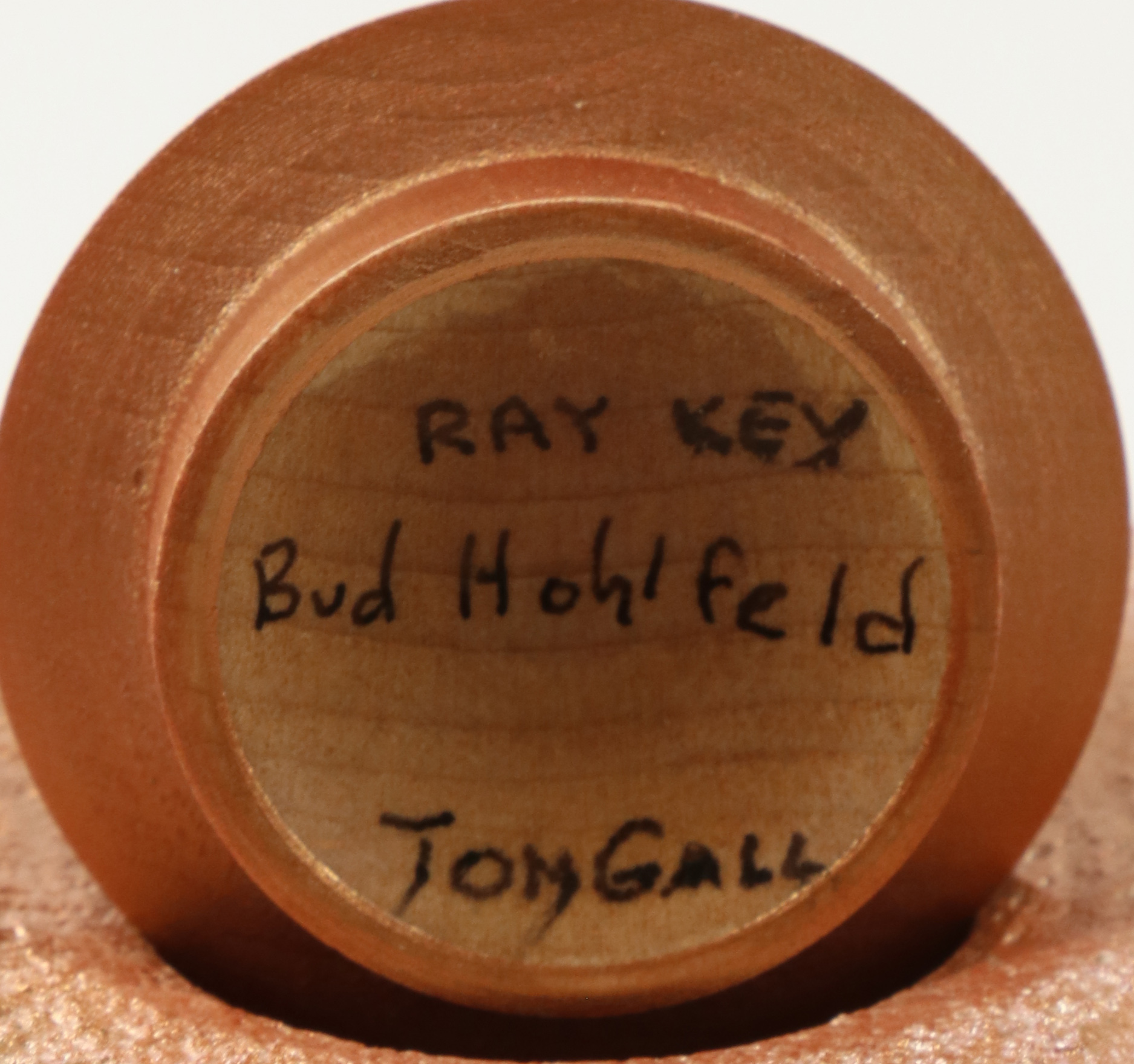 Lot 114 - Tom Gall & Bud Hohlfeld (USA) coloured and textured hollow form 16x10cm. Signed
