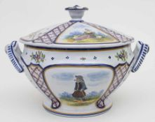 Fayence Deckelterrine / A faience tureen, Quimper, Bretagne, Frankreich, 20. Jh.Material: Fayence,