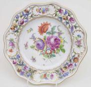 Prunkteller mit Blumenmalerei / A splendid plate with flowers, Potschappel, 20 Jh.Material:
