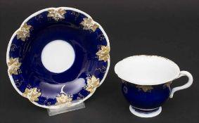 Tasse und UT / A cup and saucer, Meissen, Mitte 19. Jh.Material: Porzellan, kobaltblau und mit