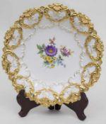 Prunkteller mit Blumenbouquet / A splendig plate with flower bouquet, Meissen, 1964Material: