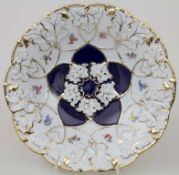 Prunkteller mit Kobaltfond / A splendid plate with cobalt blue ground, Meissen, 1924-34Material: