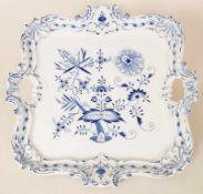 Prunktablett 'Zwiebelmuster' / A splendid tray with onion patterns, Meissen, 20. Jh.Material: