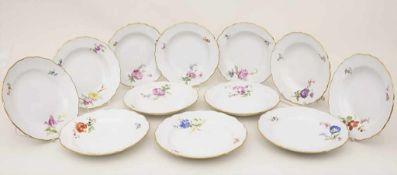 12 Teller / 12 plates, Meissen, 19. Jh.Bestehend aus: 6 Speiseteller und 6 Suppenteller,Material: