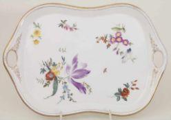 Tablett mit Blumenmalerei / A tray with flowers, KPM, Berlin, um 1900Material: Porzellan,