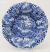 Fayence-Buckelschale mit Chinoiserien / A faience bowl, wohl Hanau, 18. Jh.Material: Keramik, mit