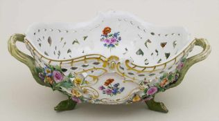 Korbschale / A basket shaped bowl, Meissen, um 1880Material: Porzellan, polychrom bemalt, glasiert,
