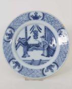 Fayenceteller / A faience plate, Hanau, 18. Jh.Material: Fayence, Chinoiserie unterglasurblau,Marke: