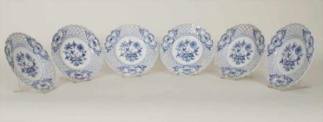 Satz von 6 Korbrandtellern 'Zwiebelmuster' / A set of 6 plates 'Onion Pattern', Meissen, 1. Hälfte