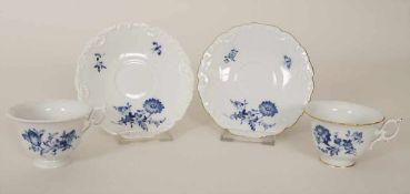 2 Mokkatassen mit Untertassen 'Blaue Blume' / A set of 2 mocha cups and saucers 'Blue Flower',