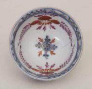 Frühes Koppchen / An early cup, wohl Meissen, um 1730Material: Porzellan, unter- und überglasur