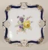 Große Prunkplatte / A large serving plate, Meissen, um 1880Material: Porzellan, polychrom bemalt,