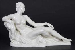 'Weiblicher Akt' / 'A female nude', G.A. Bredow für Rosenthal, um 1936Material: Weißporzellan,