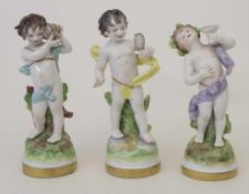 Konvolut 3 Puttos / 3 cherubs, Volkstedt, um 1960Material: Porzellan, in zarten Pastelltönen bemalt,