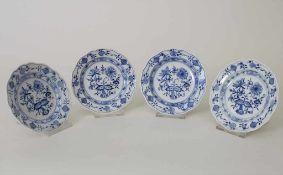 4 kleine Teller mit Zwiebelmuster / 4 small plates with 'Onion Pattern', Meissen, Mitte 20. Jh.