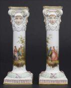 Paar Kerzenleuchter mit galanten Szenen / A pair of candlesticks with courting scenes, Meissen,