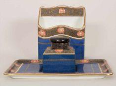 3tlg. Schreibtischset / A 3-pieces writing set, Wedgwood, 1919Material: Porzellan, farbig staffiert,