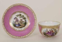 Miniatur Tasse und Untertasse mit galanten Szenen / A miniature cup and saucer with courteous