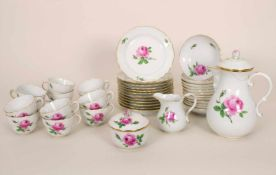 Kaffeeservice 'Rote Rose' für 12 Personen / A coffee set 'Red Rose' for 12 persons, Meissen, 1924-