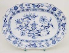 Platte mit Zwiebelmuster / A platter with Onion pattern, Meissen, um 1880Material: Porzellan,