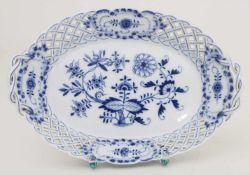 Korbschale mit Zwiebelmuster / A basket with Onion pattern, Meissen, um 1880Material: Porzellan,