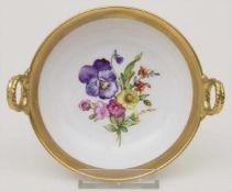 Henkelschälchen mit Blumenmalerei / A handled bowl with flowers, KPM, Berlin, um 1900Material: