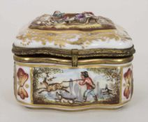 Deckeldose / Tabatiere mit Kartenspielern und Jagdszenen / A snuff box with card players and hunting