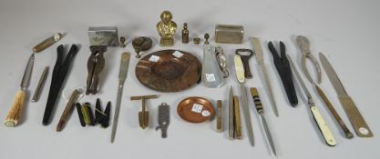 A quantity of small collectables - including; an Eversharp propelling pencil,
