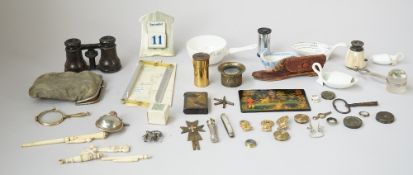 A quantity of small collectables including; a silver plated Art Deco style desk calendar,