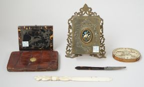 A quantity of collectables; including; a Victorian tortoiseshell and silver inlaid purse, 10.