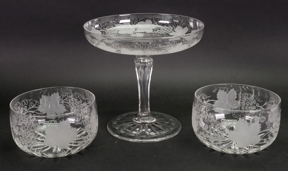 Lot 39 - A set of 10 fruiting vine etched glass finger bowls, with star cut bases,
